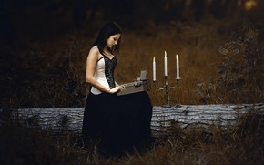 Picture Sheila Cabrera, typewriter, candles, girl