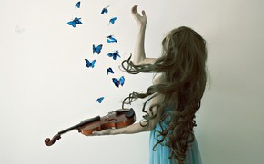 Picture girl, butterfly, violin