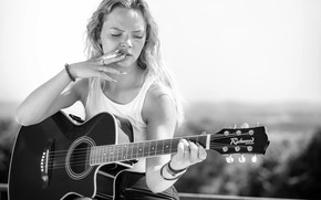 Picture girl, the sun, pose, guitar, Mike, blonde, cigarette, black and white, sitting, smokes, Nina, the …