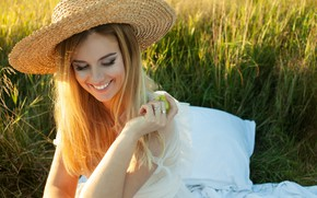Picture grass, girl, face, pose, smile, mood, Apple, hat, makeup, blonde, Jacques MEA