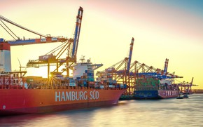 Picture the sky, the sun, rays, river, ships, Germany, port, Hamburg, cranes
