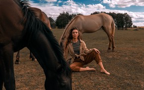 Picture field, look, clouds, trees, landscape, nature, pose, model, portrait, jeans, makeup, Mike, figure, horse, hairstyle, …