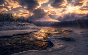 Picture winter, forest, the sun, clouds, light, snow, mountains, fog, river, tops, haze, pond, Bank