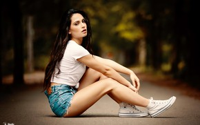 Picture look, trees, sexy, pose, Park, model, shorts, sneakers, portrait, makeup, Mike, figure, brunette, hairstyle, legs, …