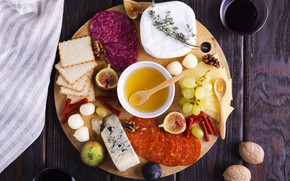 Picture cheese, grapes, nuts, honey, crackers, Dor blue, salami, figs, snacks, mozzarella, cheese