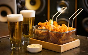 Picture beer, glasses, fries