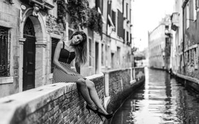 Picture girl, pose, black and white, Venice, channel, promenade, monochrome, Marco Squassina, Fiorenza Dri