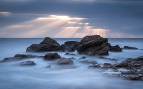 Picture sea, clouds, rocks, solnechno rays