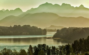 Picture Canada, British Columbia, Golden Ears mountains, Fraser River