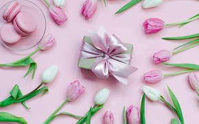 Picture gift, tulips, macarons