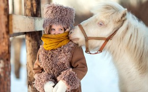 Picture girl, horse, winter