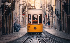Picture Street, Yellow, Tramcar