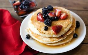 Picture berries, food, Breakfast, strawberry, honey, pancakes, currants, wood, cakes, BlackBerry, pancakes
