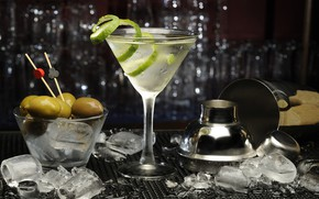 Picture ice, glass, alcohol, lime, olives, Martini