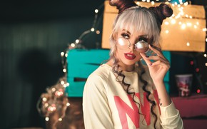 Picture look, girl, makeup, glasses, blonde, boxes, hairstyle, garland, light bulb, box, manicure, bundles, Pagani Ali