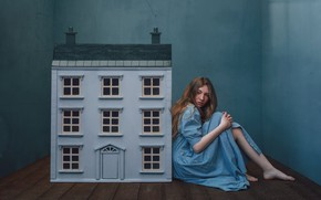 Picture girl, house, house