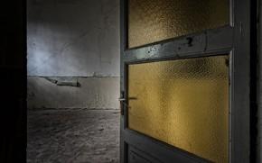 Picture room, the door, naturalism