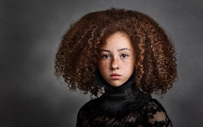 Picture girl, freckles, curls, Evelyn's Sweet Peas Photography