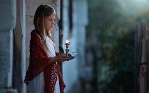 Picture house, candle, girl