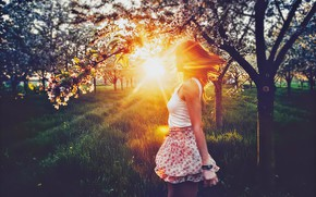 Picture GIRL, NATURE, GRASS, The SUN, LIGHT, SPRING, TREES, RAYS