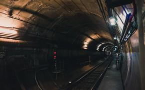 Picture The tunnel, Metro, Rails