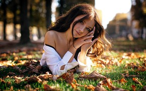 Picture autumn, look, leaves, girl, the sun, beautiful, shoulder, Sergey Vostrikov