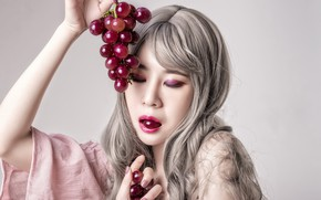 Picture girl, grapes, Asian