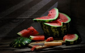 Picture watermelon, knife, juicy