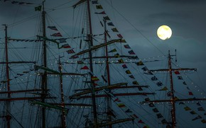 Picture night, the moon, yachts, mast
