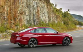 Picture red, Honda, Accord, sedan, side view, 2018, four-door, 2.0T Sport