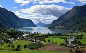 Picture mountains, Norway, the fjord