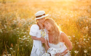 Picture field, summer, flowers, nature, woman, chamomile, girl, hat, grass, mom, child, a bunch, daughter, mother