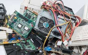Picture computer, garbage, components, programmed obsolescence