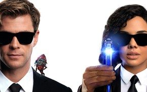 Picture fiction, glasses, white background, poster, costumes, Chris Hemsworth, Chris Hemsworth, Tessa Thompson, Tessa Thompson, Men …