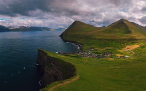 Picture the sky, water, clouds, house, mountain, Shore, settlement