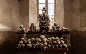 Picture skull, religion, the altar