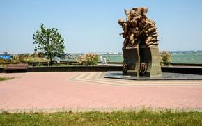 Picture sea, the sky, the sun, coast, monument, soldiers, Crimea, Kerch