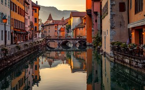 Picture mountains, bridge, the city, France, home, channel, Annecy, Александр Безмолитвенный