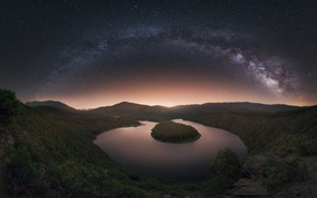 Picture the sky, stars, night, river, the milky way