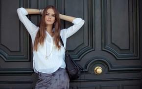 Picture girl, brown hair, bag, Clara Alonso, Clara Alonso