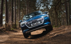 Picture Audi, crossover, E-Tron, 2019, UK version, electrocreaser