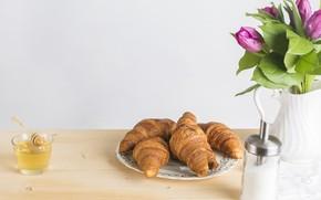 Picture table, bouquet, vase, honey, croissants