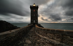 Picture sea, the sky, clouds, light, clouds, bridge, stones, overcast, shore, France, lighthouse, horizon, pierce, bricks, …
