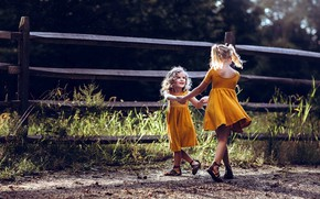 Picture girls, play, sisters