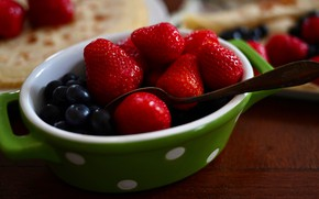 Picture berries, food, blueberries, strawberry, spoon, bowl