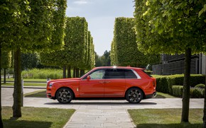 Picture Rolls-Royce, side view, 2019, Cullinan, Fux Orange