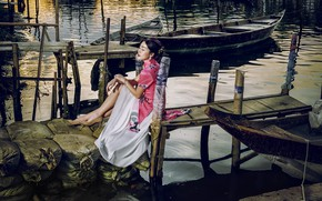 Picture girl, boats, Asian