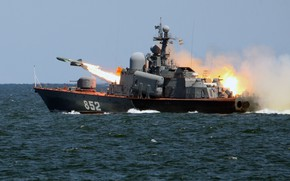 Picture large, boat, rocket, shooting, R-129