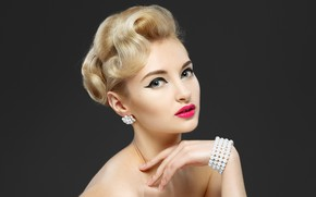Picture girl, makeup, bracelet, earrings, model, YURI ILUHIN