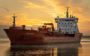 Picture ship, the evening, cargo
